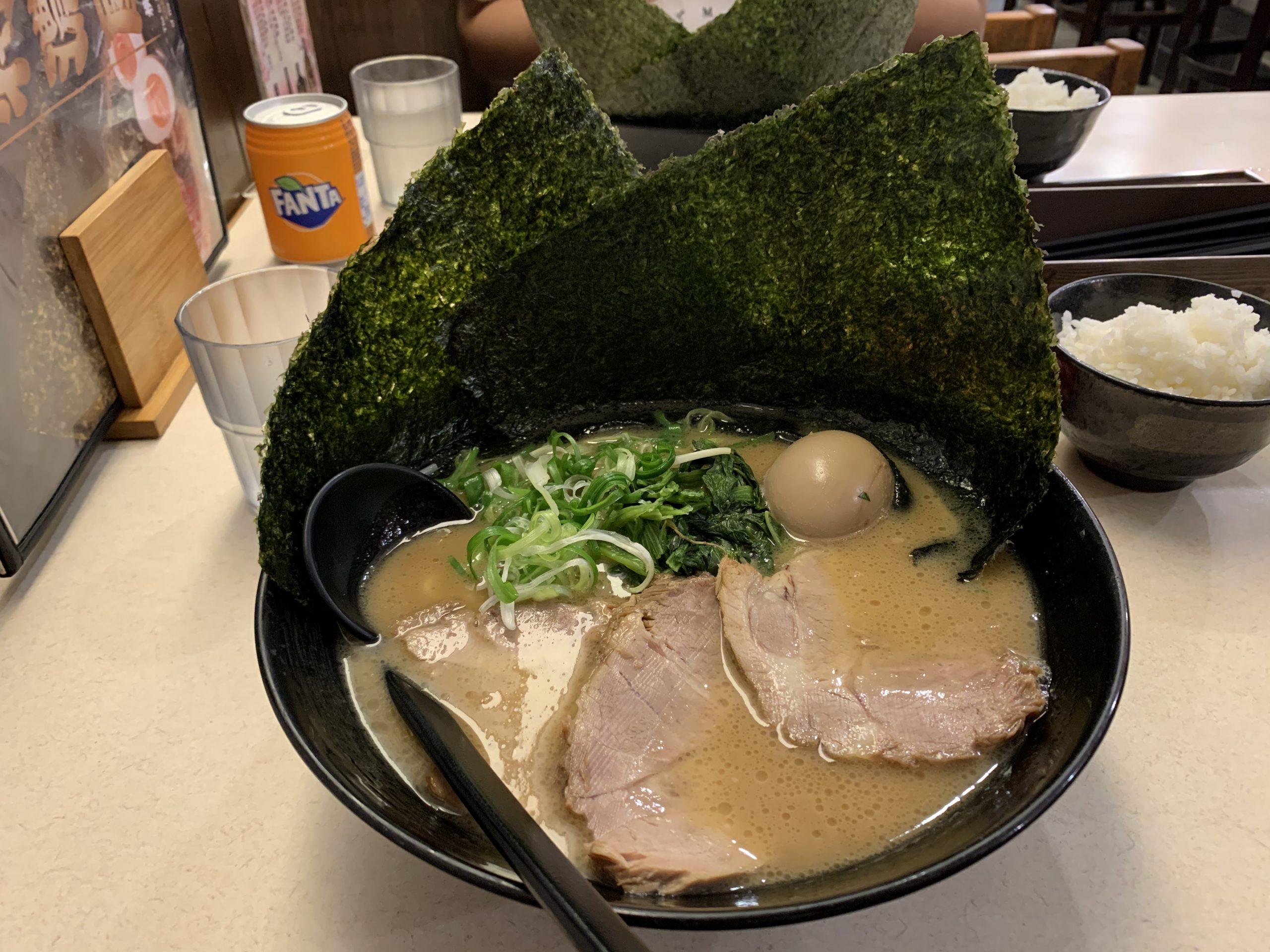 中午來去吃個遠一點的…橫濱家系特濃家